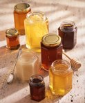 Pictures of different shades of honey in jars